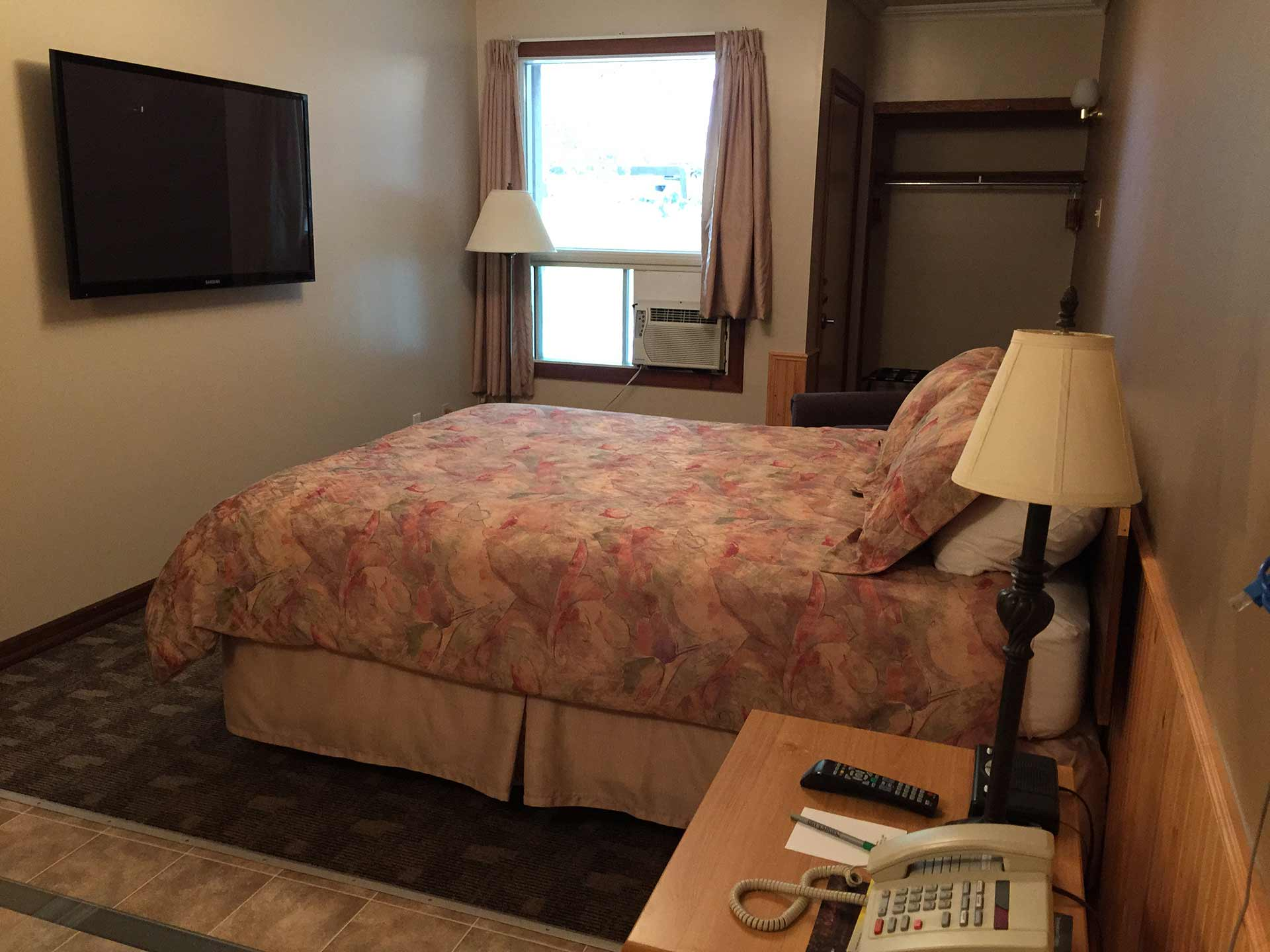natures inn red lake bachelor suite